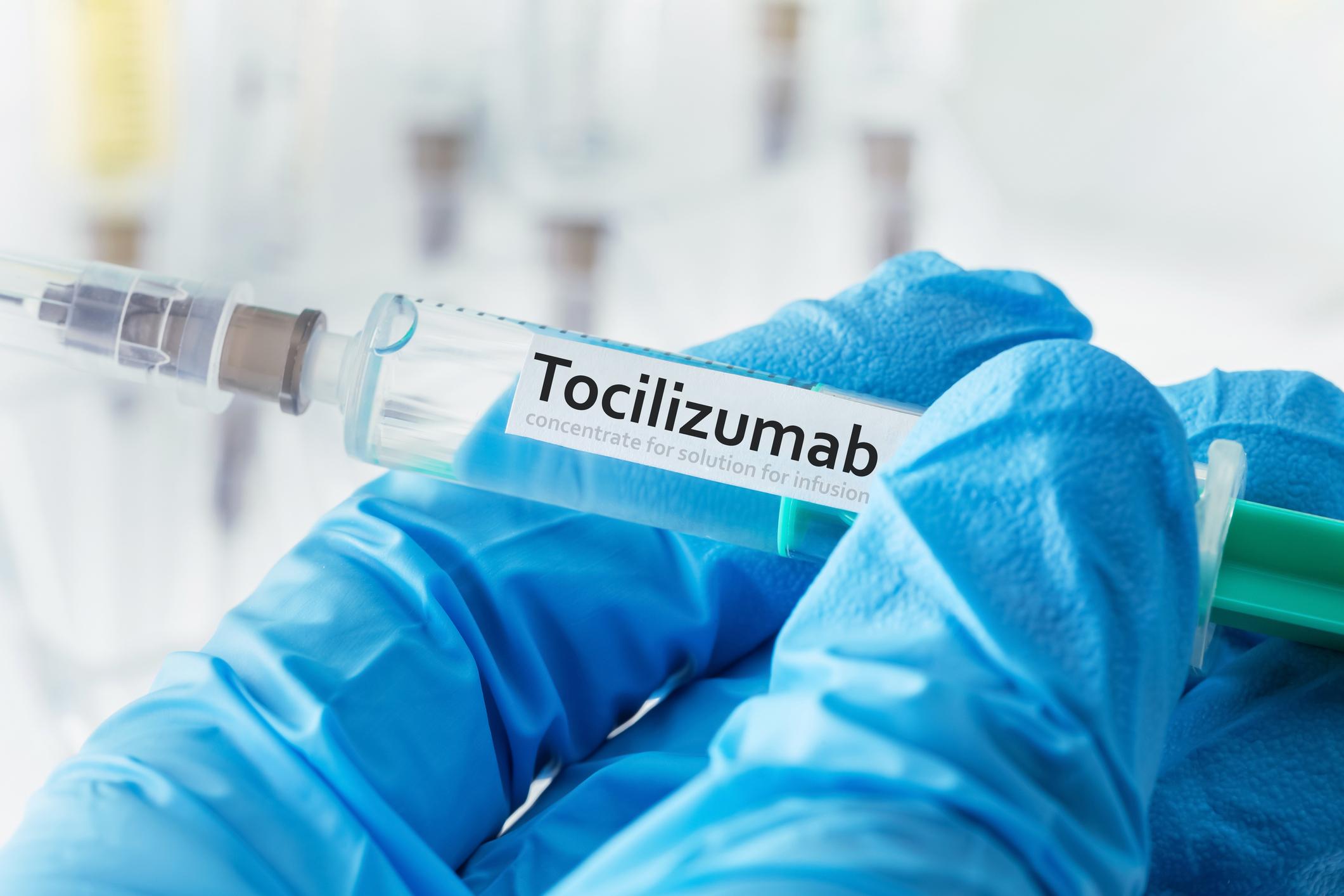 Covid-19 : le tocilizumab limite le risque de recours à la réanimation des  patients atteints de pneumonie modérée à sévère